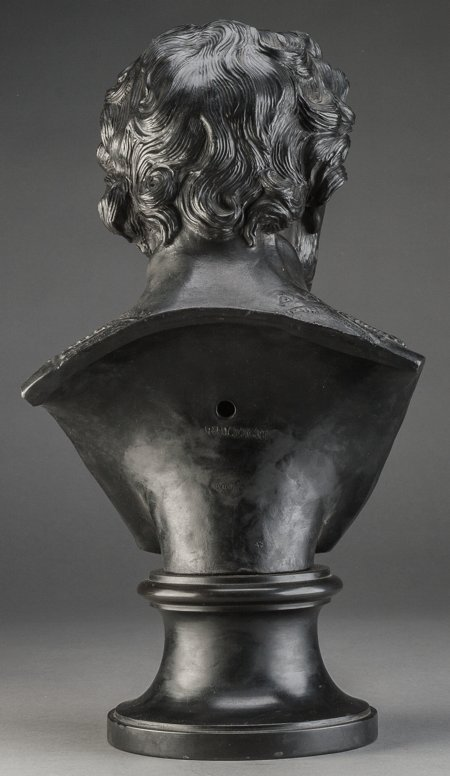 61011: A Wedgwood Basalt Bust of Sir Walter Raleigh, Bu - 2