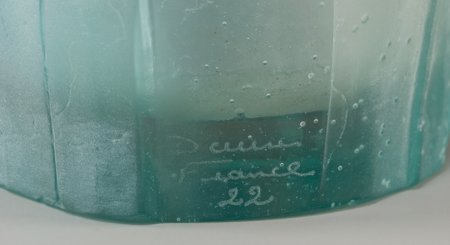 61358: A Daum Pink and Blue Pate-de-Verre Glass Amaryll - 3