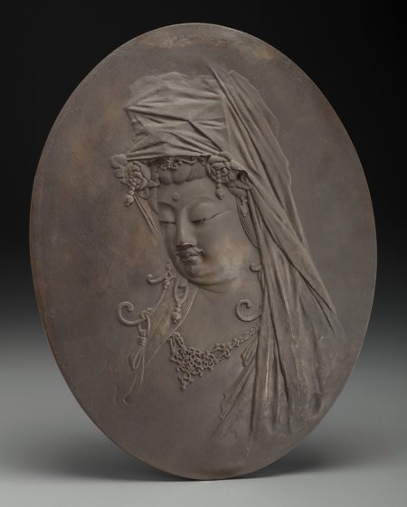 61903: A Japanese Bronze Guanyin Plaque, 19th century 1