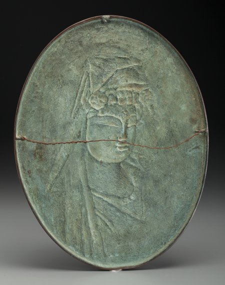 61903: A Japanese Bronze Guanyin Plaque, 19th century 1 - 2