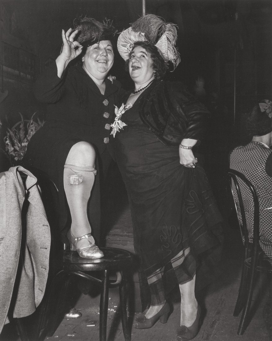 73310: Weegee (American, 1899-1968) At Sammy's on the B