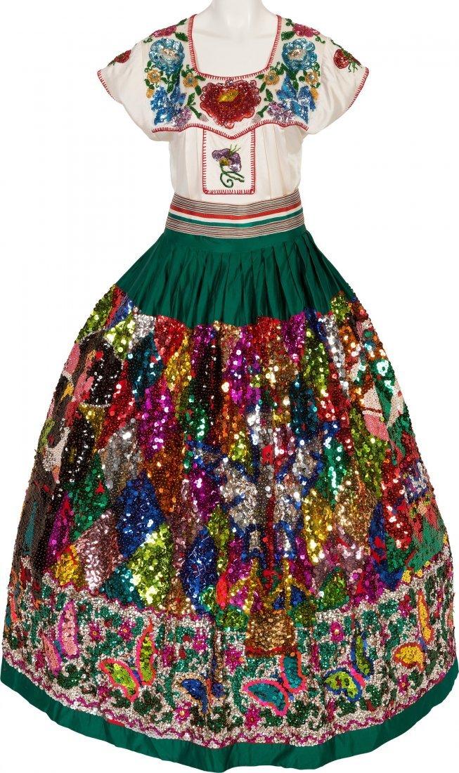 89454: Linda Ronstadt -- An Elaborate Folklorico Costum