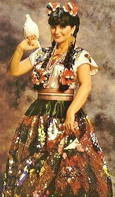89454: Linda Ronstadt -- An Elaborate Folklorico Costum - 2