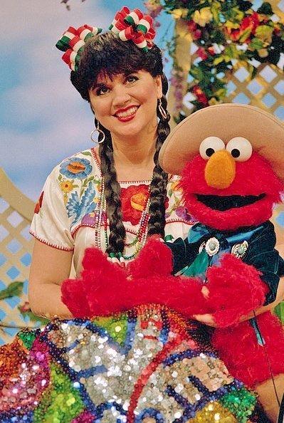 89454: Linda Ronstadt -- An Elaborate Folklorico Costum - 3
