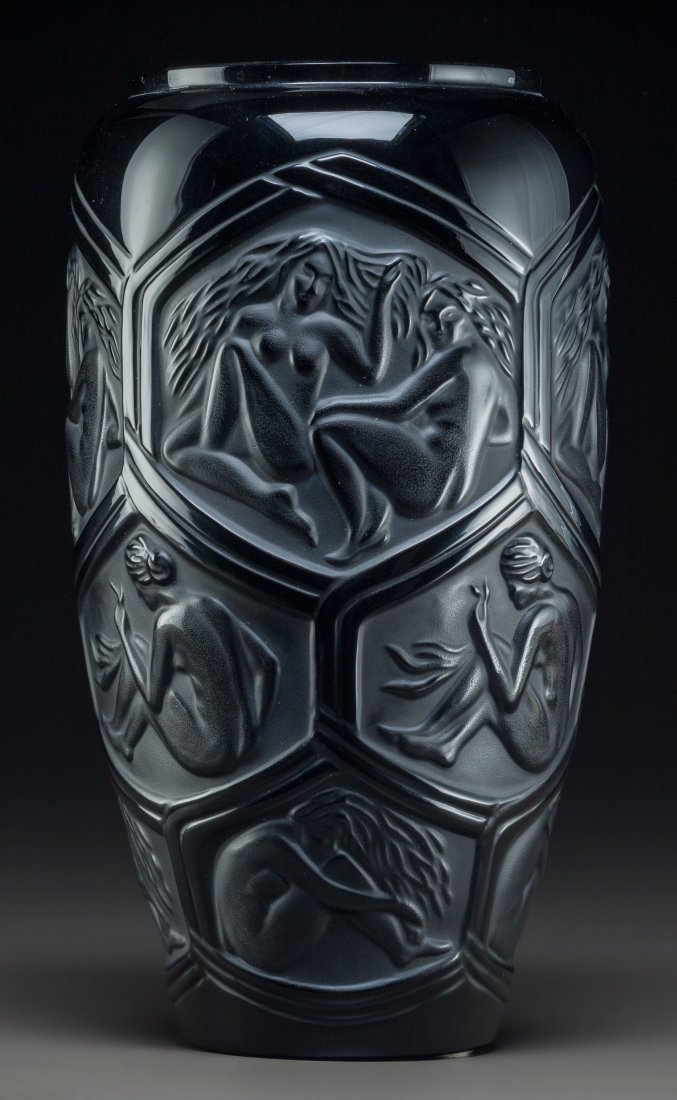 79344: Premiere Edition Lalique Black Glass Hesperides