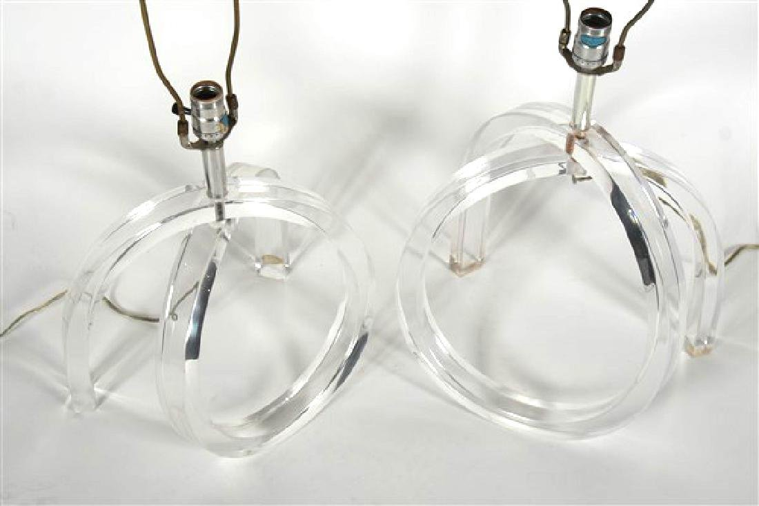 Pair of Dorothy Thorpe Lucite Lamps - 3