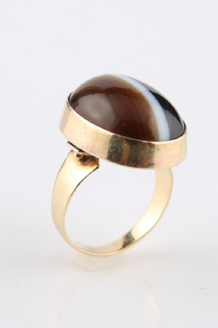 14kt Yellow Gold Striped Agate Ring