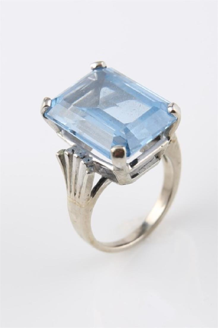 10kt White Gold Ring with Blue Stone
