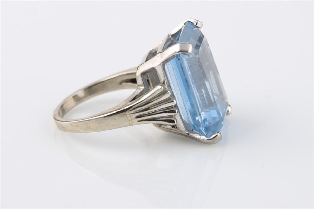 10kt White Gold Ring with Blue Stone - 4