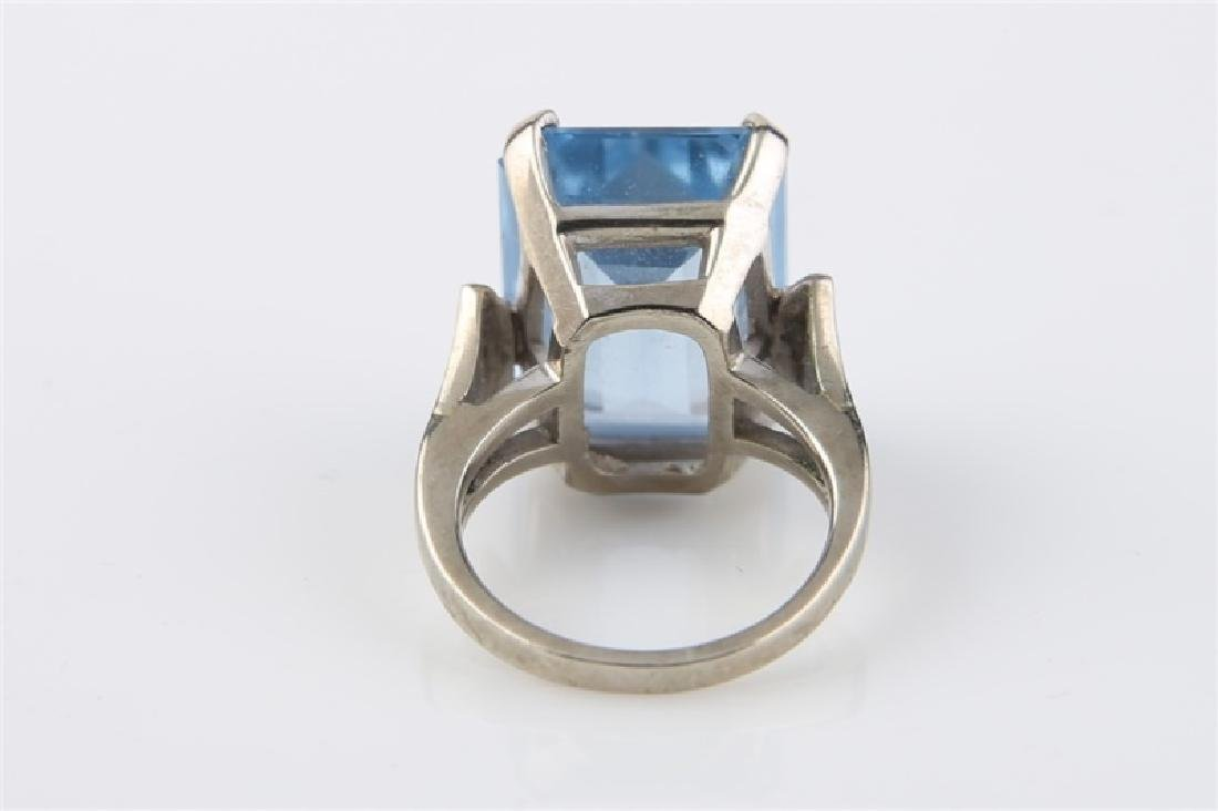 10kt White Gold Ring with Blue Stone - 5