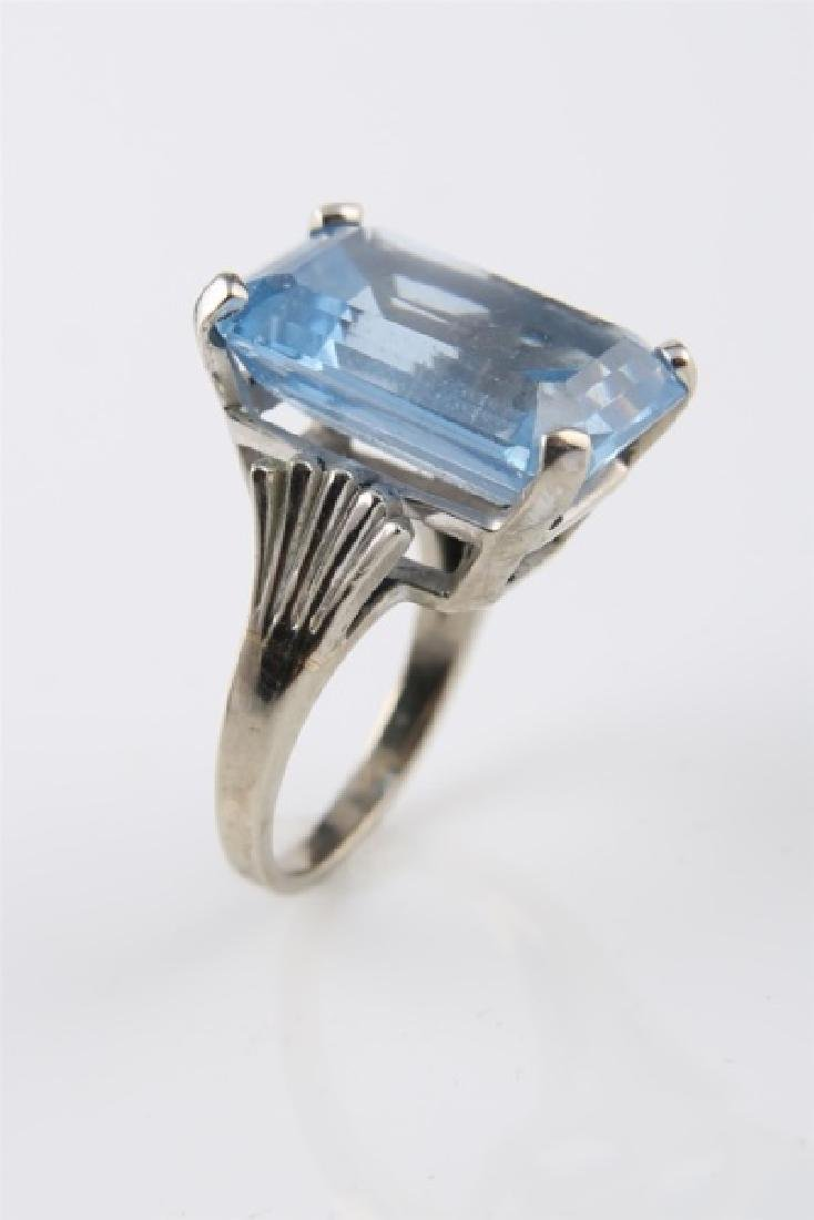10kt White Gold Ring with Blue Stone - 7