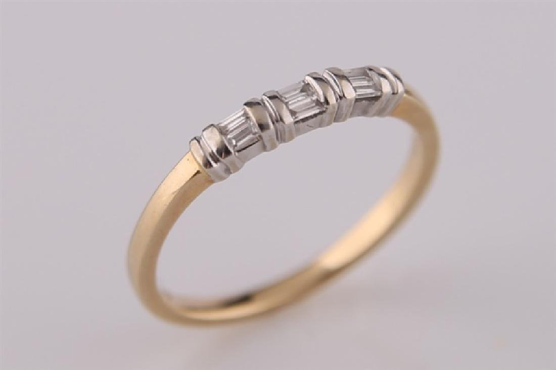 18kt Yellow Gold Ring with Diamonds