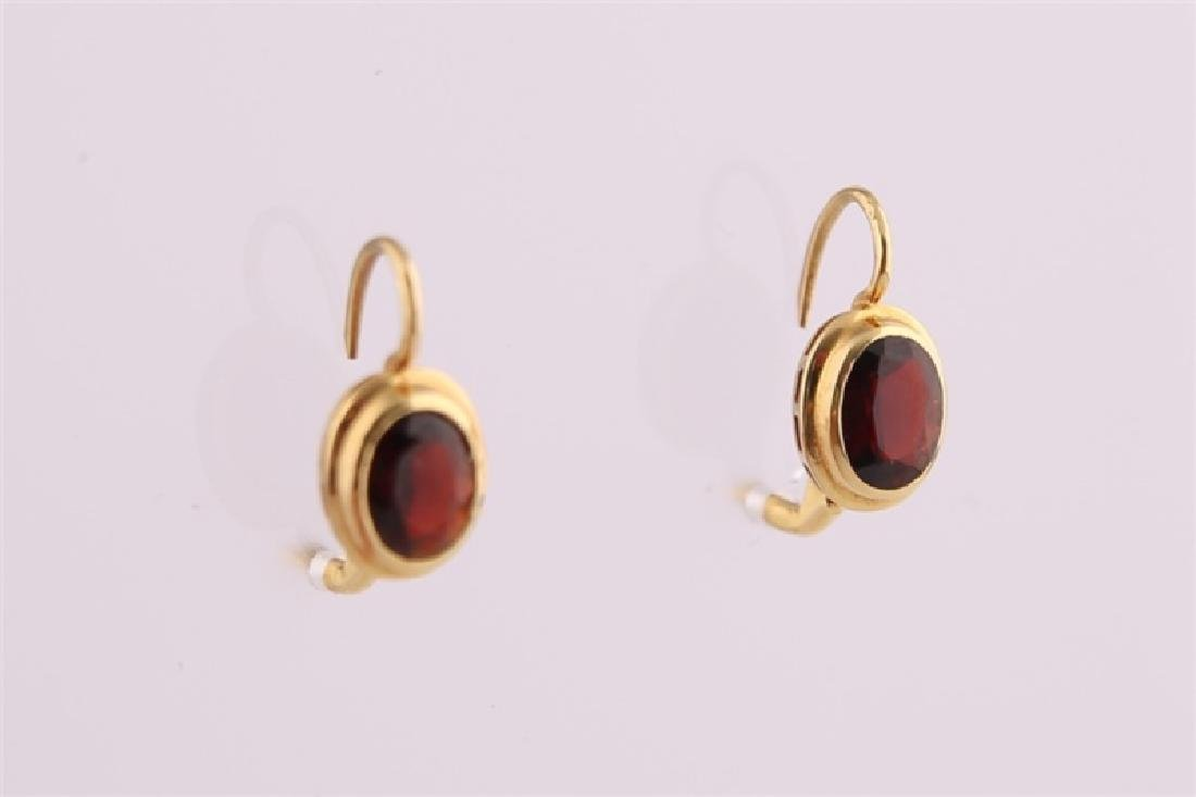 18kt Yellow Gold and Garnet Earrings