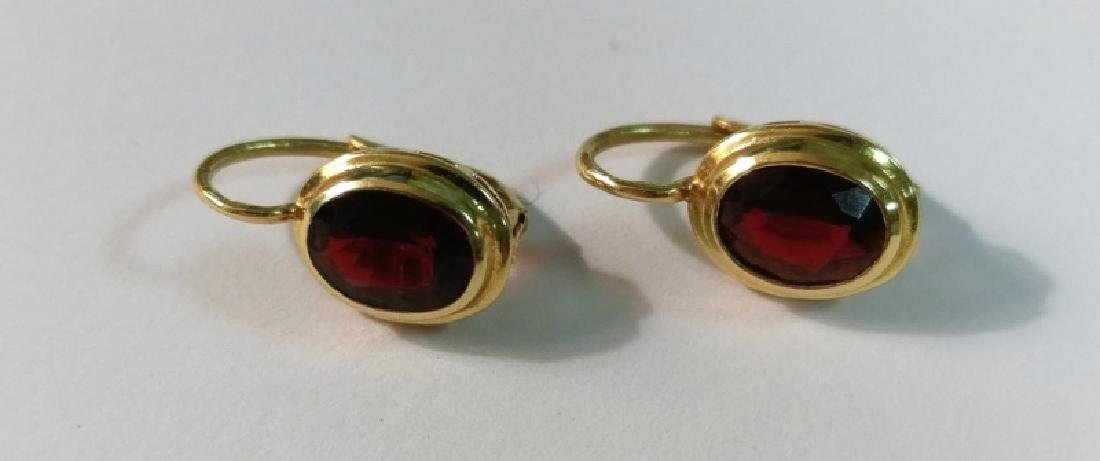 18kt Yellow Gold and Garnet Earrings - 2