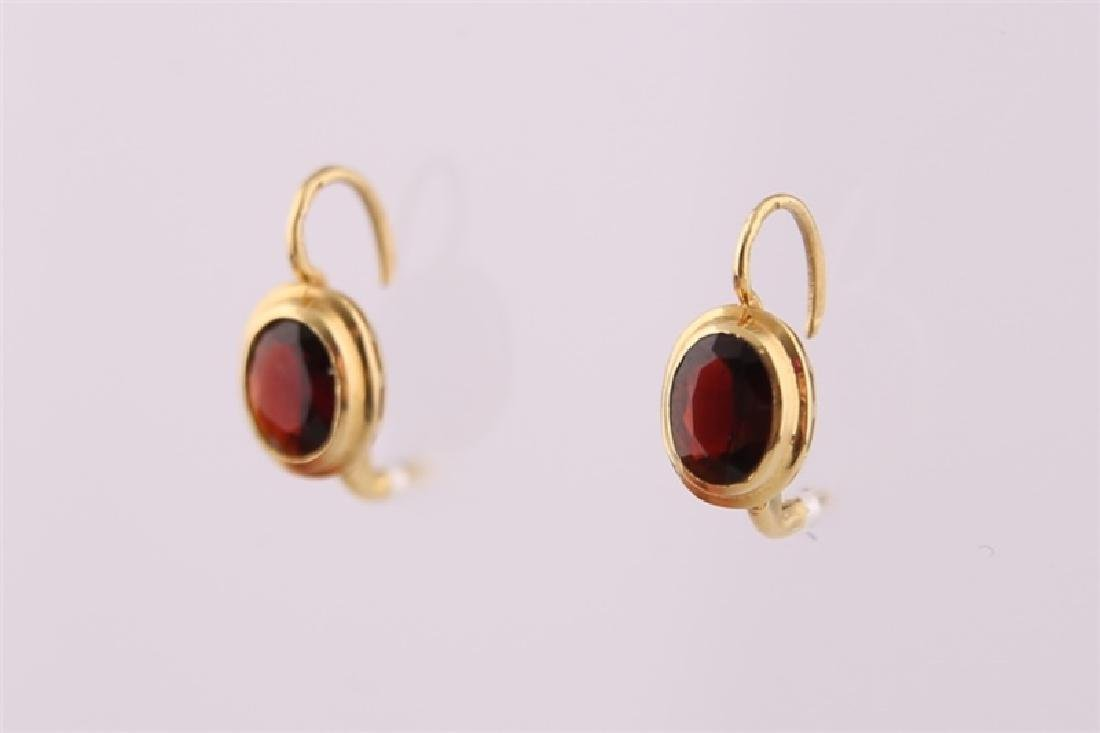 18kt Yellow Gold and Garnet Earrings - 4