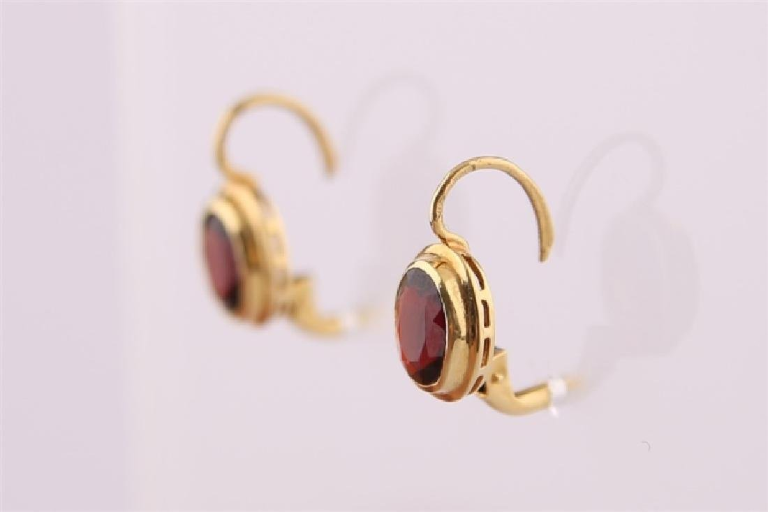 18kt Yellow Gold and Garnet Earrings - 5