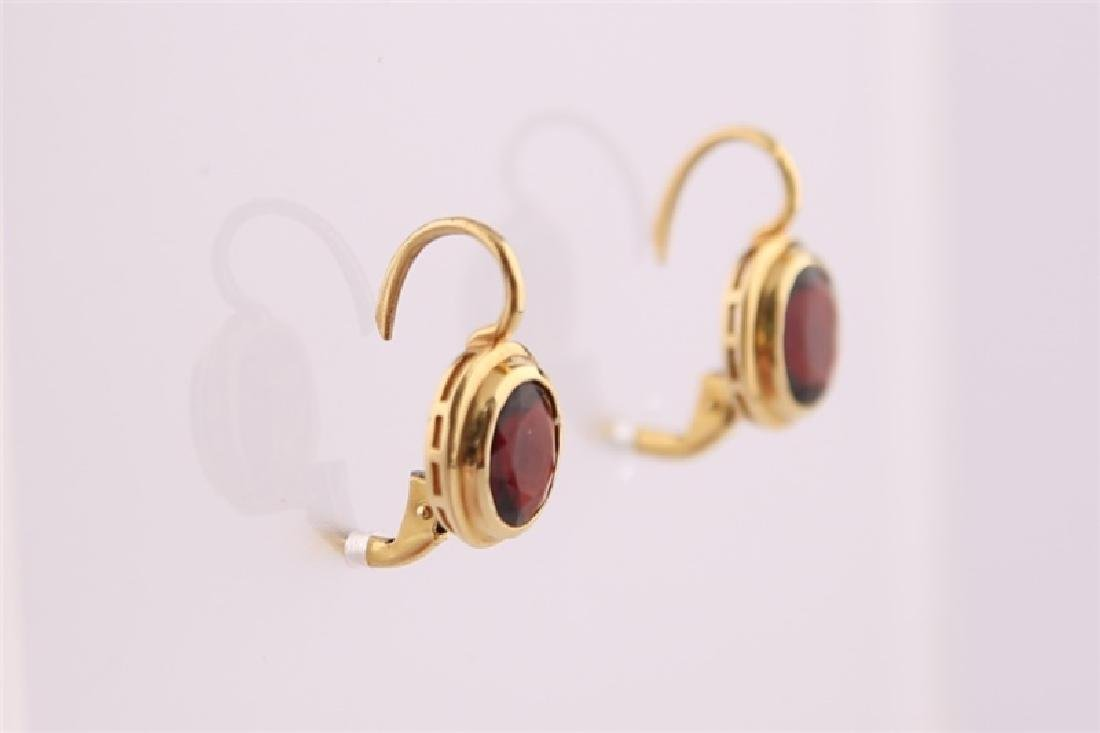 18kt Yellow Gold and Garnet Earrings - 6