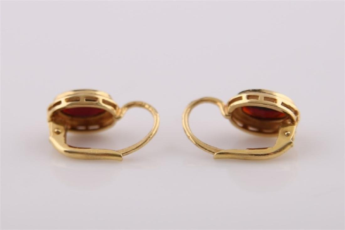 18kt Yellow Gold and Garnet Earrings - 7