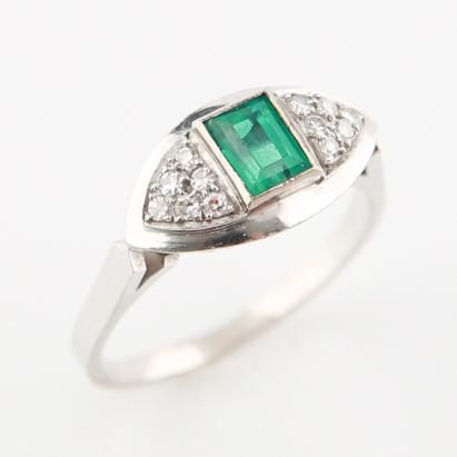 18kt White Gold Emerald 1920s Ring