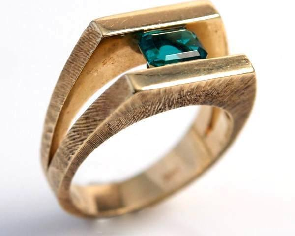Gent's Ring, 14K Yellow Gold & Synthetic Emerald