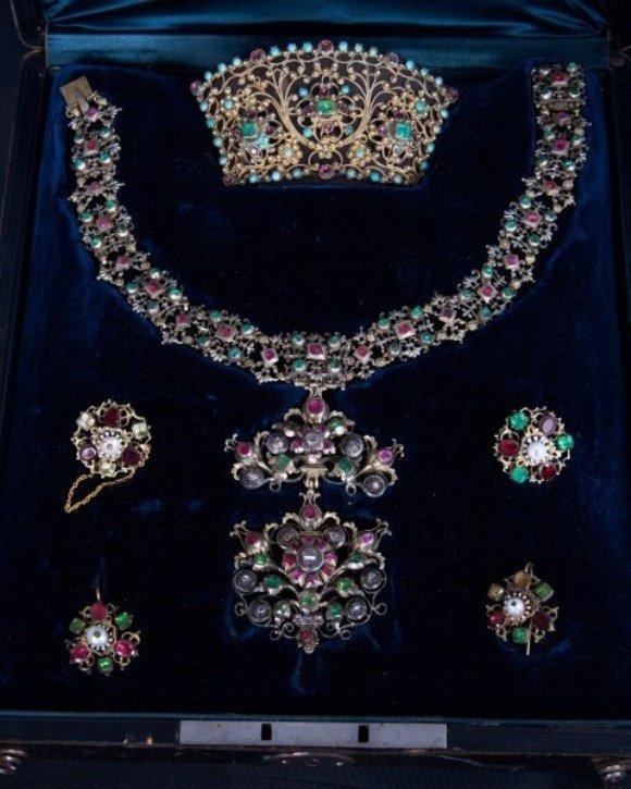 Emerald Necklace Suite, Hungarian, C. 1850