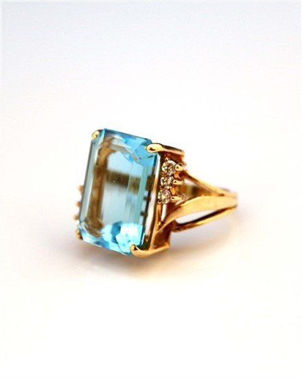 Ladies 14K Gold, Blue Topaz, and Diamond Ring