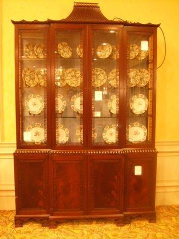 518: Antique Oriental style China Cabinet