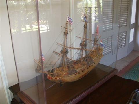 522: Model of 16th century Galleon ship
