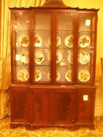 525: Antique Oriental style China Cabinet