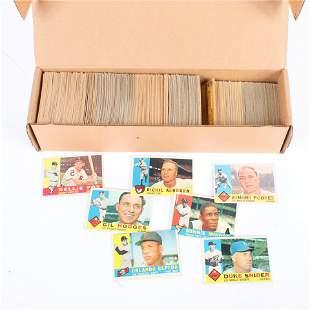 Lot of 553 - 1960 Topps Baseball Cards