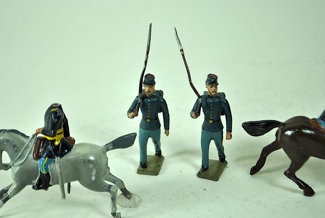 Britains - 7 Union Cavalry & 12 Foreign Soldiers - 4