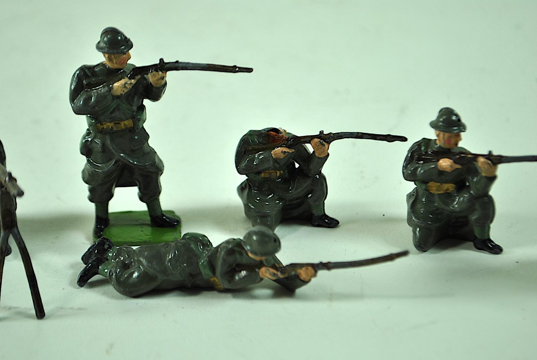 Group of 13 Britains Lead Belgian Infantry - 2