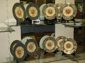 337: 12 ROYAL WORCESTER HAND PAINTED SERVICE PLATES
