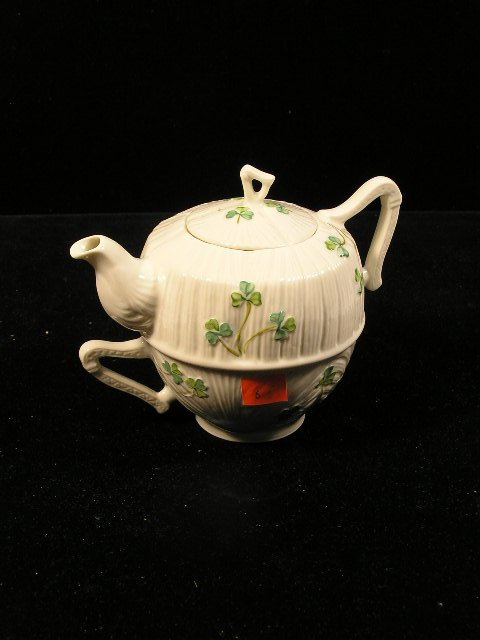 1006: BELLEEK IRELAND SHAMROCK TEA POT - ON - CUP SET