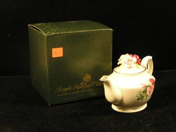 1007: ROYAL STRAMFORD CHINA ROSE TEA POT