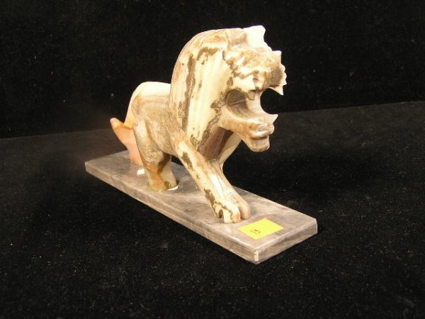 1015: CARVED AGATE STONE LION FIGURINE
