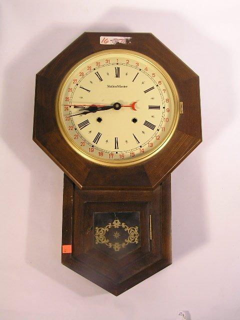1032: ANTIQUE STYLE STATION MASTER REGULATOR CLOCK