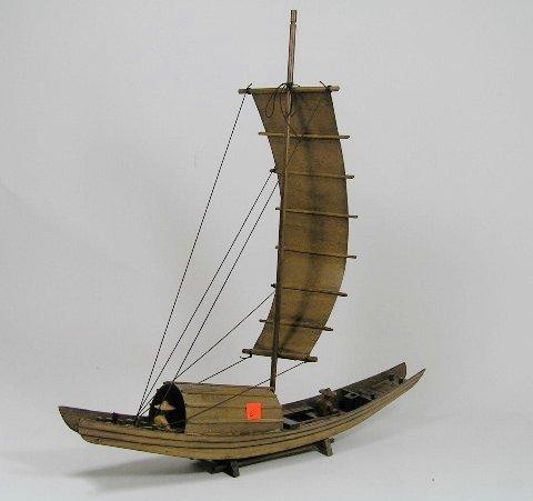 13: JAPANESE JUNK BOAT MODEL WOODEN