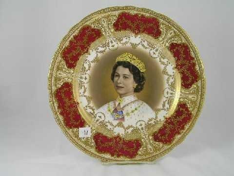 17: Antique Aynsley Queen Elizabeth II Commemorative Pl
