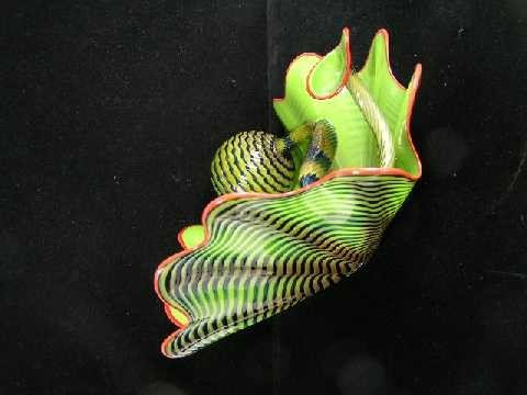 151: Dale Chihuly - American Art Glass Master - Parrot