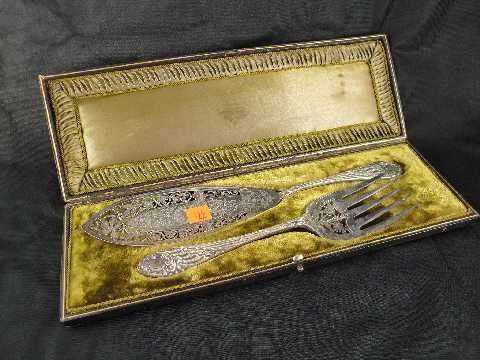 ANTIQUE FISH SET - IN FINE FITTED CASE - ORNATE