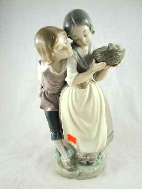 8: LLADRO FIGURINE - COURTING COUPLE N-25F