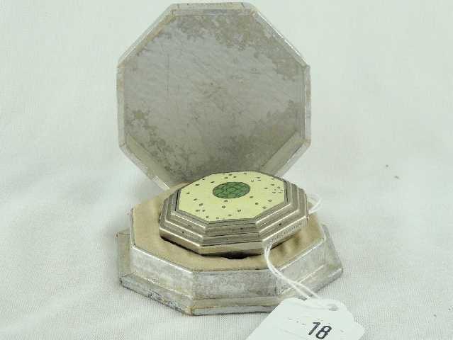 18: RICHARD HUDNUT LE DEBUT COMPACT IN BOX