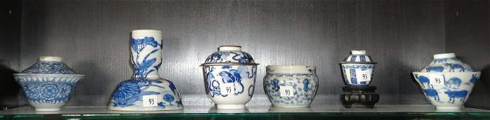 ANTIQUE LOT OF 6 CHINESE BLUE AND WHITE PIECES