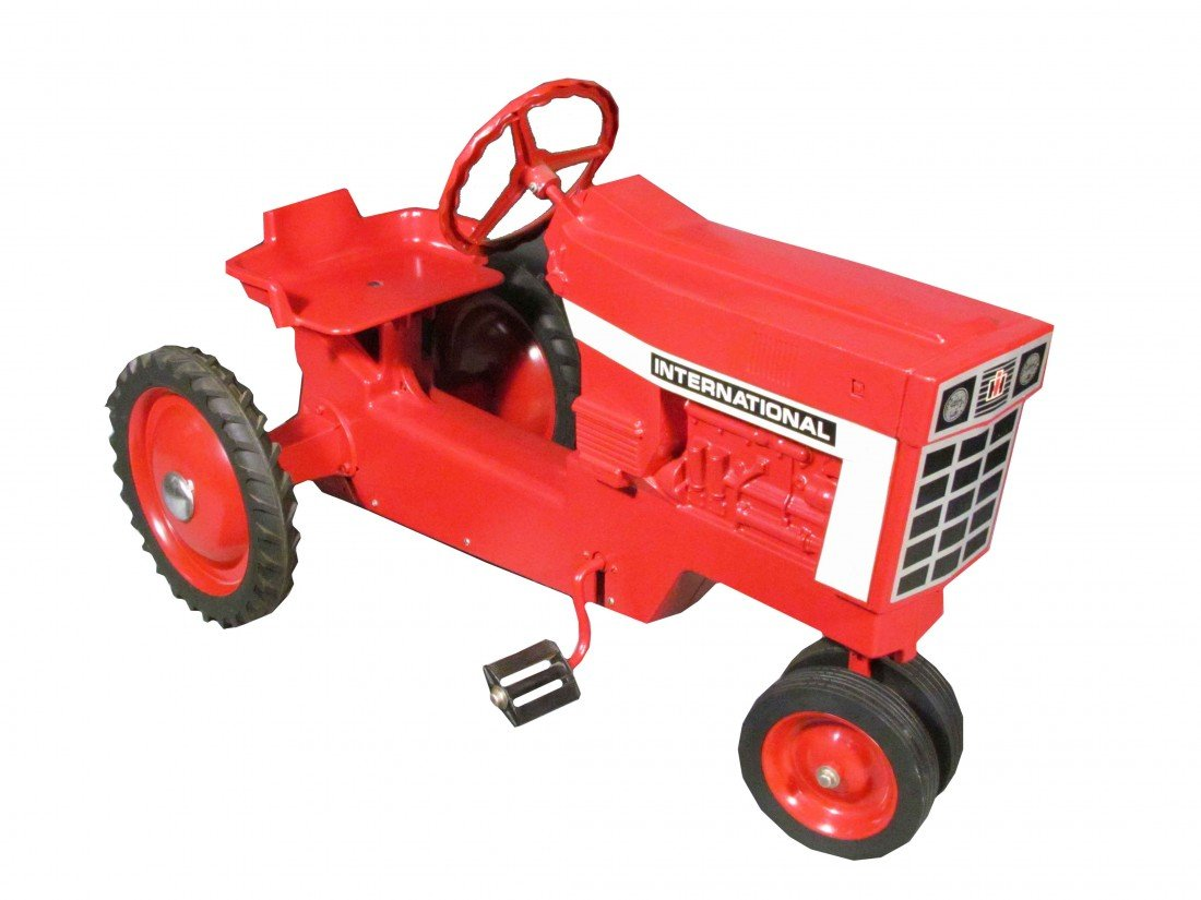 981: International Harvester Cast Iron Pedal Tractor