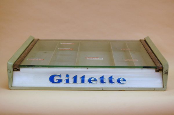 24A: Gillette Razor Blade Showcase
