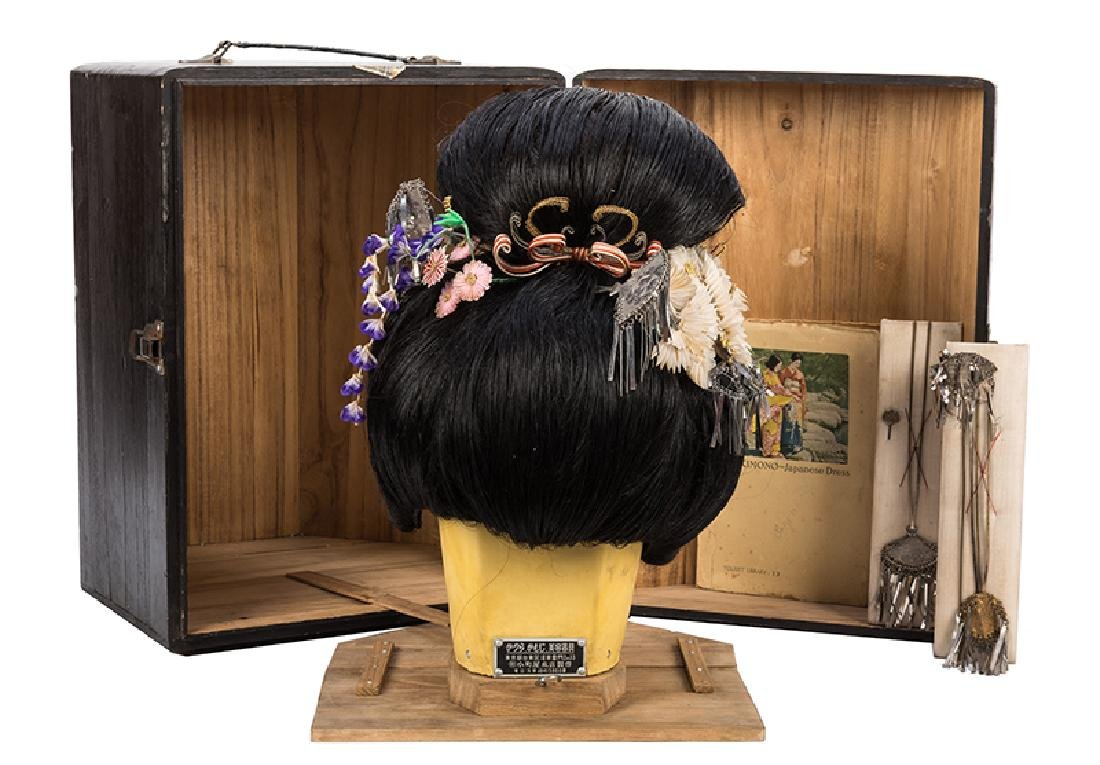 Japanese Geisha Wig with Ornaments. - 2