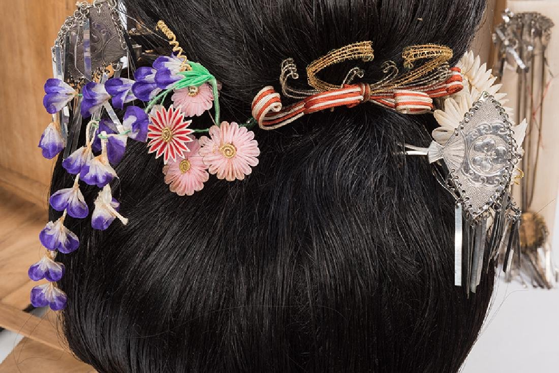Japanese Geisha Wig with Ornaments. - 3