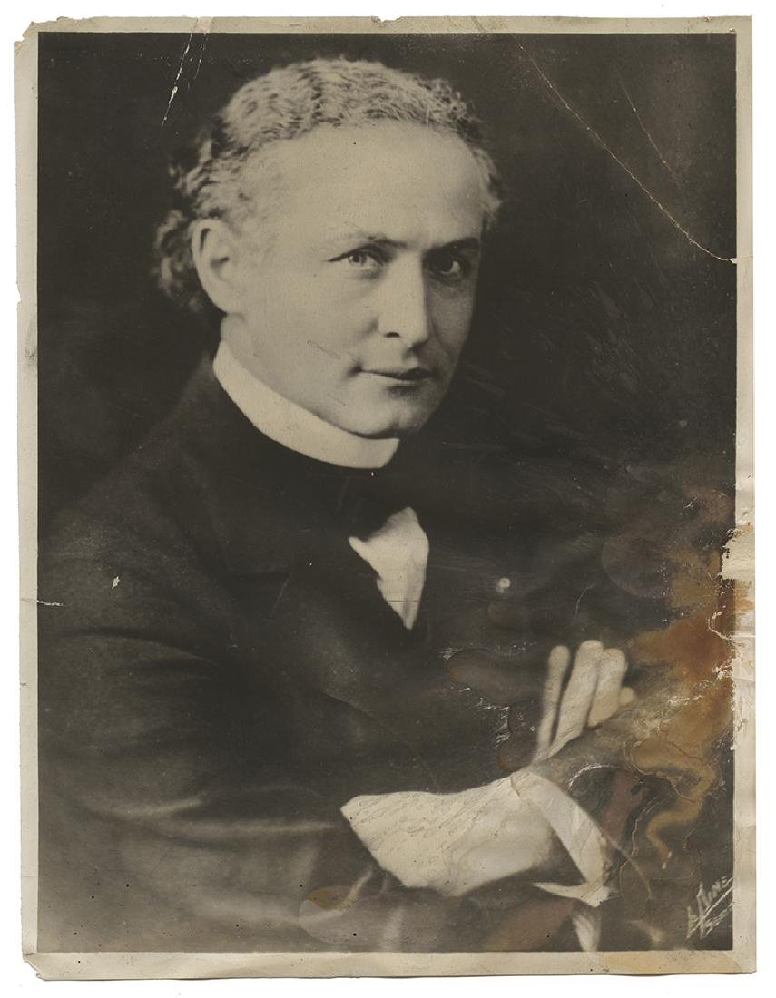 Portrait Photograph of Harry Houdini. Edward Saint