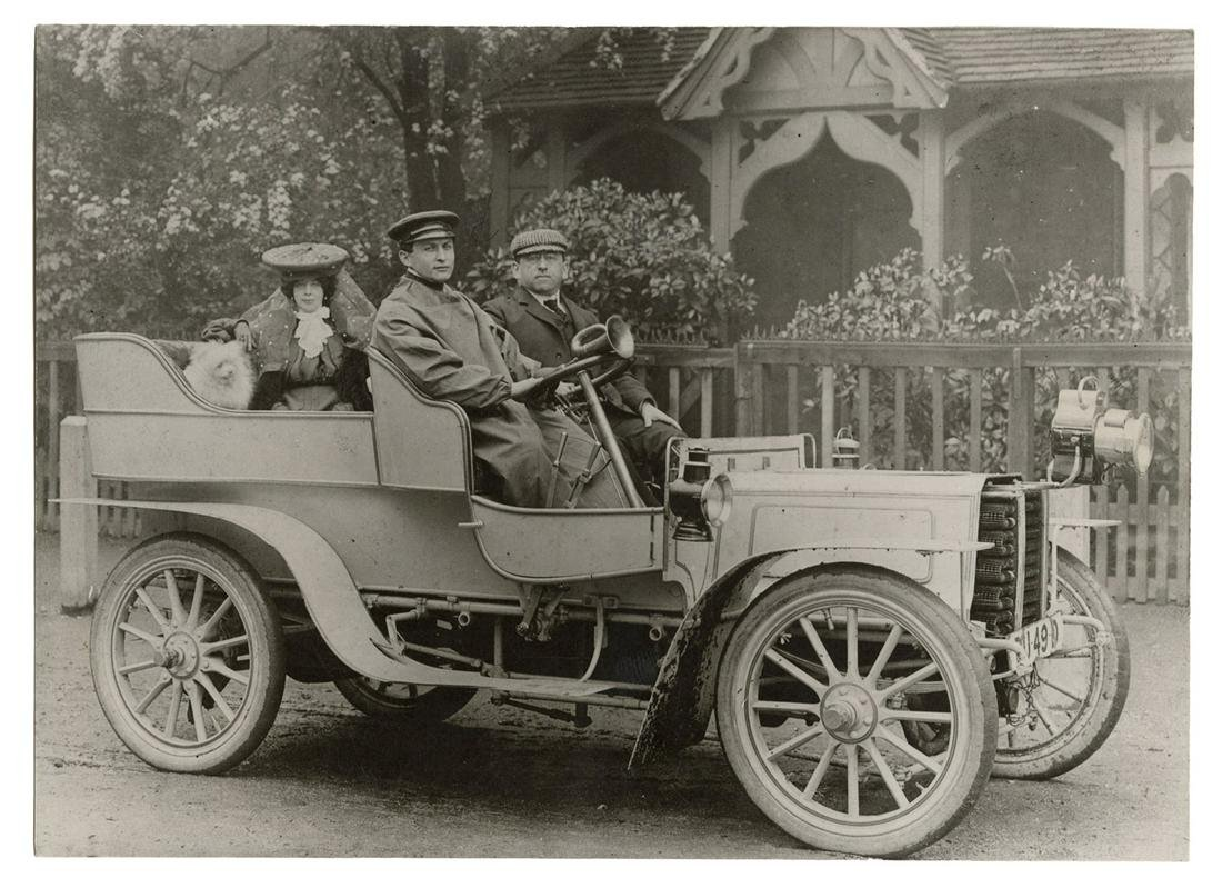 Photograph of Harry Houdini, Bess Houdini, and Martin